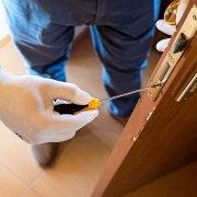 How to fix door locking problems